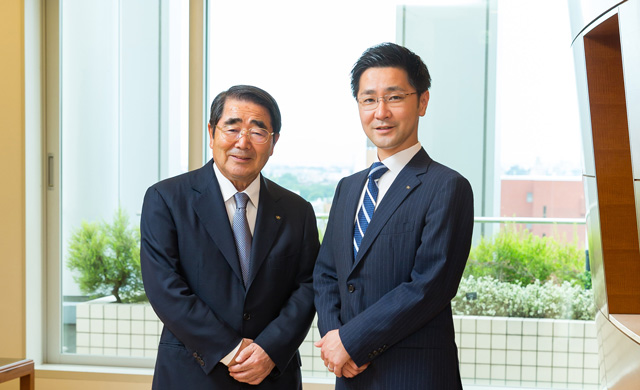(left) Toshio Kawarabuki, Chairman and Representative Director (right) Kazutoshi Kawarabuki, President and Representative Director