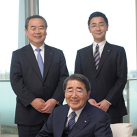 (center) Toshio Kawarabuki, Chairman and Representative Director(left) Genji Midorigawa, Executive Vice Chairman(right) Kazutoshi Kawarabuki, President and Representative Director