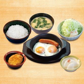 ソーセージエッグ定食(コロッケ)