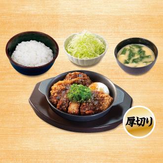 牛味噌煮込み厚切りロースかつ鍋定食
