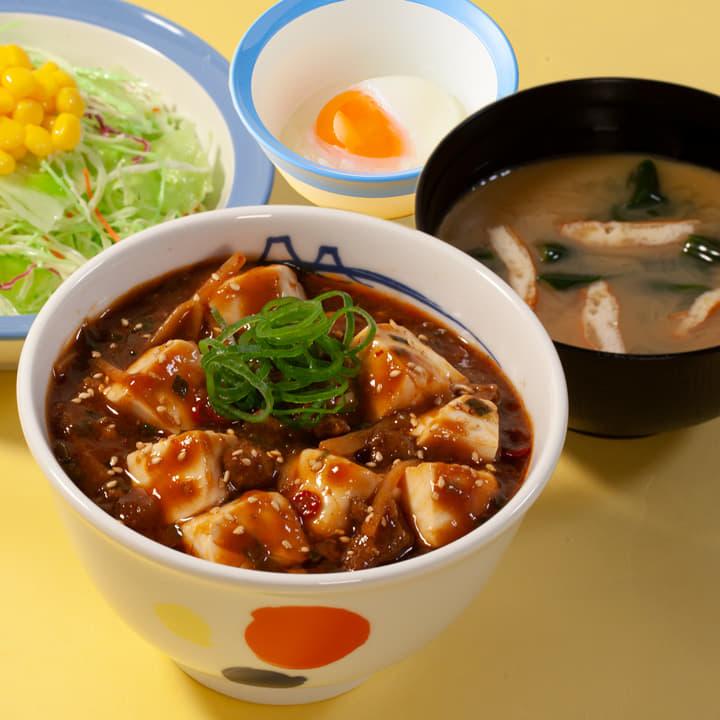 麻婆豆腐丼生野菜半熟玉子セット